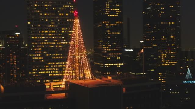 空中のクリスマス ツリー