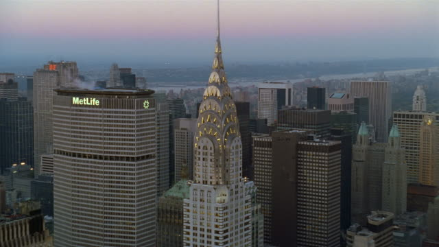 aerial circling chrysler building with met life building in background / new york city - metlife hochhaus stock-videos und b-roll-filmmaterial