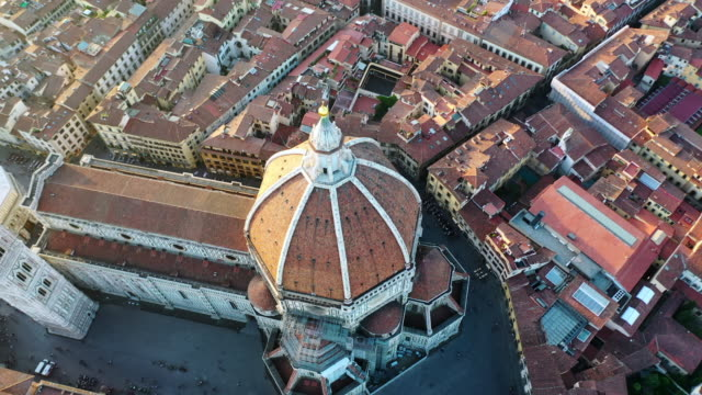 vidéos et rushes de aerial circling: famous duomo in stunning town  - florence, italy - florence toscane