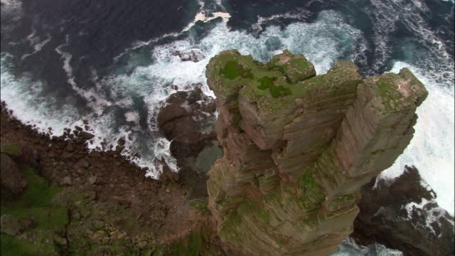aerial circling low over top of old man of hoy / hoy, scotland - hoy stock videos & royalty-free footage