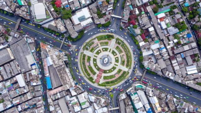 vídeos de stock e filmes b-roll de aerial city famous road junction traffic - road junction