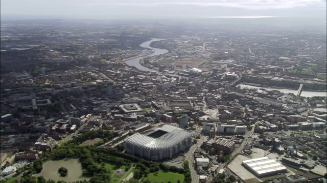 aerial city of newcastle upon tyne / england - newcastle upon tyne video stock e b–roll