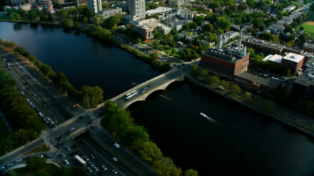 vídeos de stock, filmes e b-roll de aerial city view charles river boston commercial buildings - massachusetts