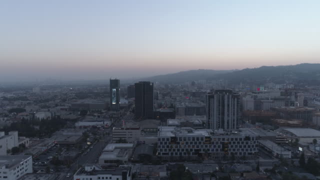 aerial stadtbild hollywood, los angeles - sunset boulevard stock-videos und b-roll-filmmaterial