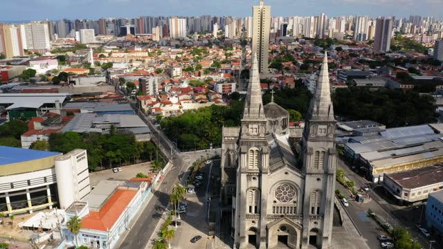 vídeos de stock, filmes e b-roll de cidade aérea de fortaleza, centro do ceará, brasil - catedral