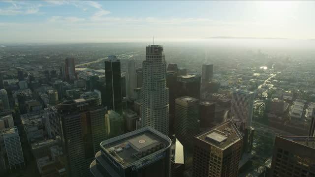 aerial cityscape view los angeles skyscrapers at sunset - us bank tower bildbanksvideor och videomaterial från bakom kulisserna