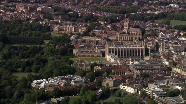 vídeos de stock, filmes e b-roll de aerial clare college, king's college chapel and nearby buildings at university of cambridge / england - king's college cambridge