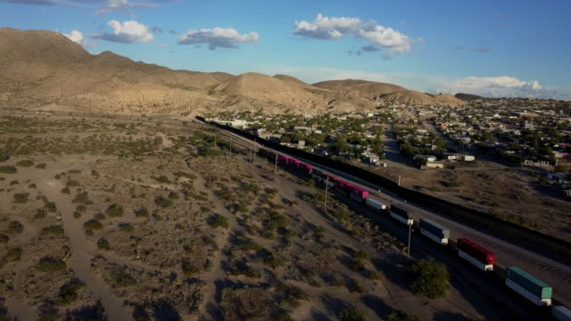 aerial clip of the us/mexico border wall between new mexico and chihuahua - penisola di bassa california video stock e b–roll