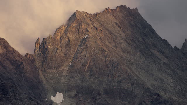 aerial close up of a mountain peak in the swiss alps - zoom out stock-videos und b-roll-filmmaterial
