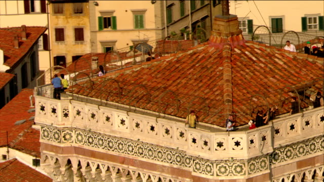 aerial close up people sightseeing on top of campanile / pull out to santa maria del fiore / florence - fiore stock videos & royalty-free footage
