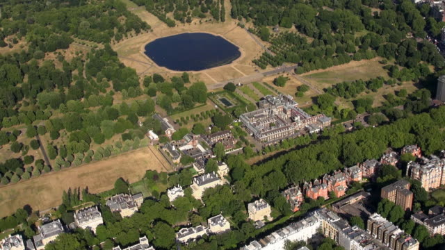 aerial close up video of kensington palace and kensington palace gardens, with the round pond in kensington gardens - kensington palace video stock e b–roll