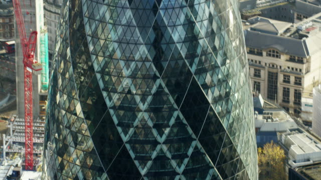 aerial close up view of the gherkin building - swiss re stock videos & royalty-free footage