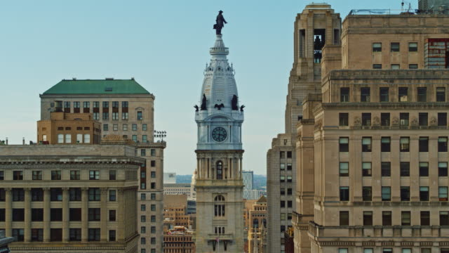 aerial close view on philadelphia city hall with the william penn statue atop of the tower, philadelphia, pennsylvania. drone video with the descending camera motion. - william penn stock videos & royalty-free footage
