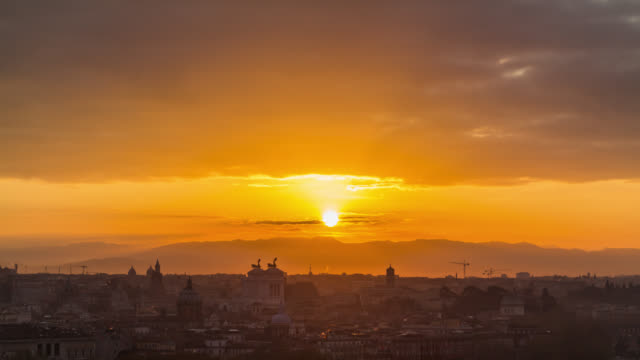 aerial close-up timelapse of sunrise above the rome's vittoriano (national monument to victor emmanuel ii). rome, italy. april, 2016. - rom italien stock-videos und b-roll-filmmaterial