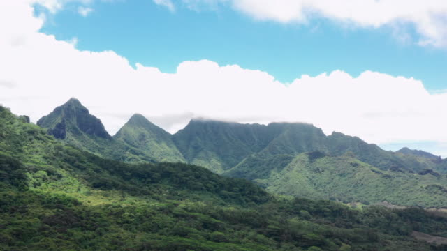 aerial: clouds over the mountains and ocean of moorea, moorea, french polynesia - insel moorea stock-videos und b-roll-filmmaterial