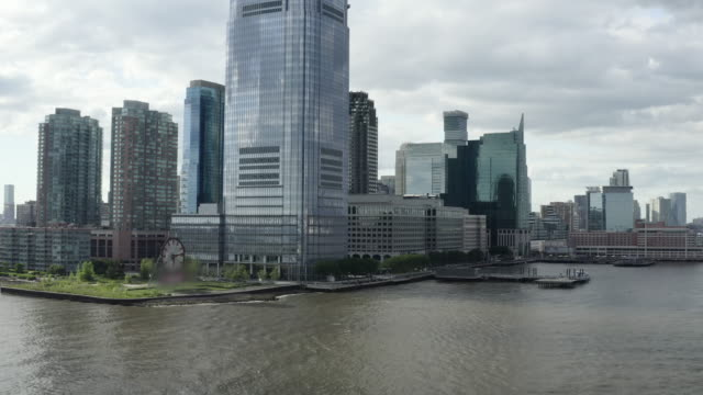 stockvideo's en b-roll-footage met aerial: colgate clock on the new jersey waterfront - new york city, new york - omgeven