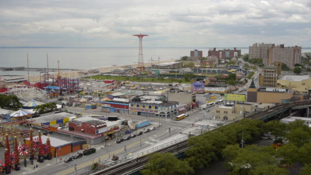 ew/s aerial coney island park - amusement park stock videos & royalty-free footage