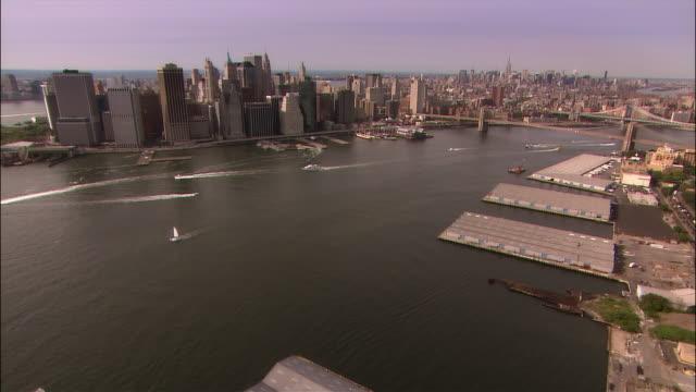 aerial crossing east river from brooklyn toward lower manhattan/ new york city - フェリーターミナル点の映像素材/bロール