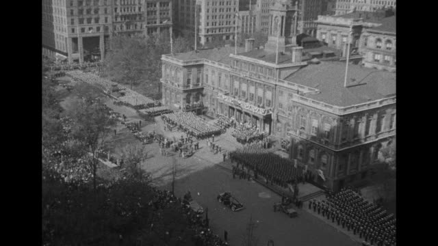crowd in new york city hall park as president harry s truman limo sits in front of new york city hall / tilt down truman and entourage exit city hall... - paramount building stock videos and b-roll footage