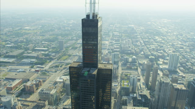 aerial day view of willis tower building chicago - sears tower stock-videos und b-roll-filmmaterial