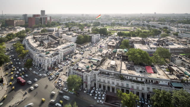 vídeos de stock, filmes e b-roll de tl, ws, ha aerial daytime view of connaught place / delhi, india - time lapse de trânsito