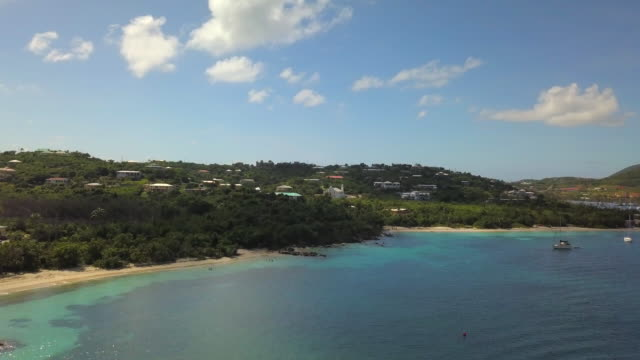 vidéos et rushes de aerial descend, reverse, pan left: tropical water with sailboats, vacation town in st. croix, us virgin islands - hill