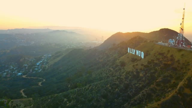 aerial descending: mount lee on a sunrise - カリフォルニア州ハリウッド点の映像素材/bロール