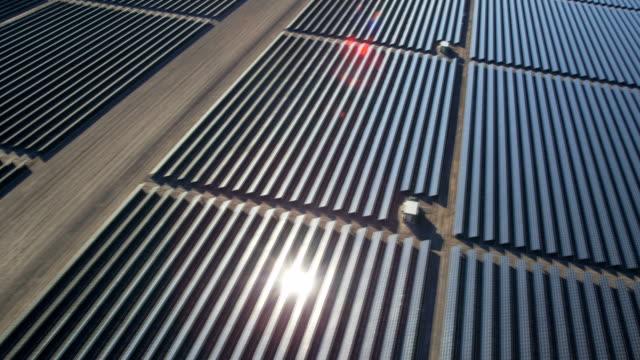 stockvideo's en b-roll-footage met aerial desert view photovoltaic solar power station nevada - clean