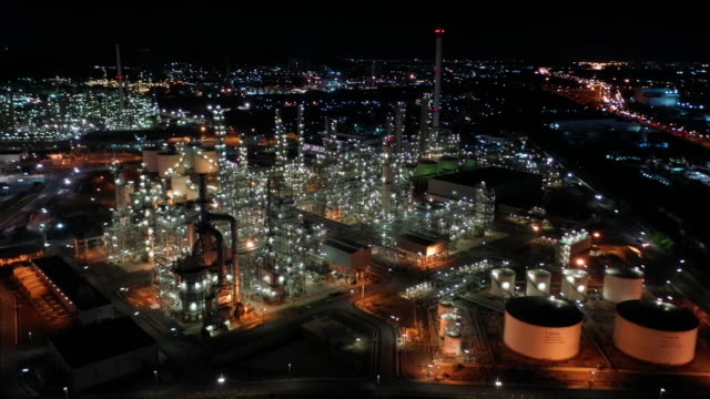 aerial dolly right of oil refinery industry real time - gas stock videos & royalty-free footage