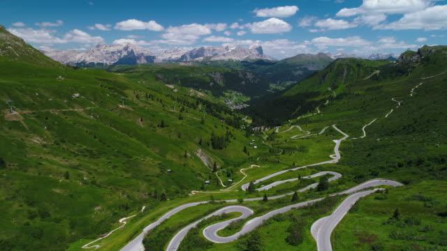 aerial dolly shot showing the passo pordoi mountain road, dolomites, italy - トレンティーノ点の映像素材/bロール