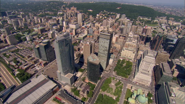aerial ws downtown cityscape near mount royal / montreal, quebec, canada - モントリオール点の映像素材/bロール