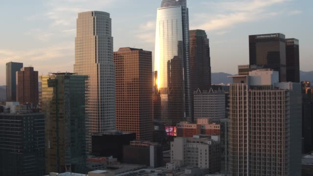 aerial downtown los angeles sunset - skyline stock videos & royalty-free footage