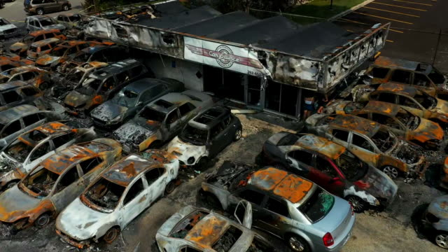 aerial drone establishing shot of burnt out cars following violent protests after the shooting of jacob blake in kenosha, wisconsin. - human rights or social issues or immigration or employment and labor or protest or riot or lgbtqi rights or women's rights stock videos & royalty-free footage
