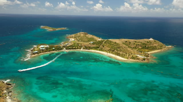 vídeos de stock e filmes b-roll de aerial drone establishing shot of little saint james the private island owned by jeffrey epstein in the us virgin islands - aerial or drone pov or scenics or nature or cityscape