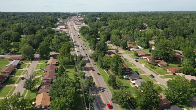 aerial drone flyover in a residential area of ferguson missouri - aerial or drone pov or scenics or nature or cityscape stock-videos und b-roll-filmmaterial