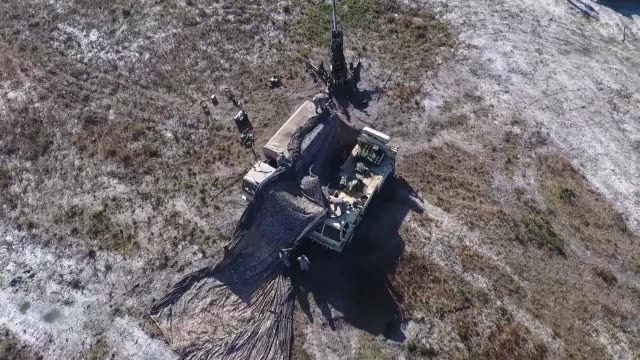aerial drone footage of 3rd infantry division artillery firing the m777 howitzer, a 155mm, 39 caliber towed gun, in support of 2nd infantry brigade... - fort stewart stock videos & royalty-free footage