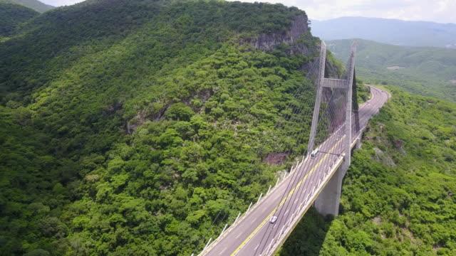 vídeos y material grabado en eventos de stock de secuencias del abejón aéreo de un puente en méxico - panorámica