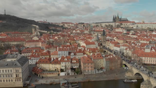 aerial drone footage of city center buildings and roof tops on the prague skyline czech republic - ヴルタヴァ川点の映像素材/bロール