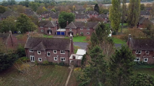 stockvideo's en b-roll-footage met aerial drone footage of empty military houses in cambridgeshire - british military