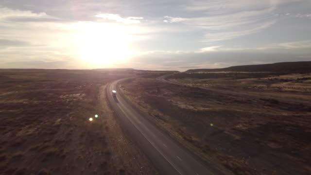 stockvideo's en b-roll-footage met luchtfoto drone beelden van semi-trucks rollen onderaan de weg - aanhangwagen