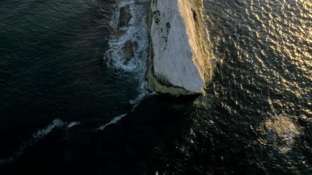 aerial drone needles uk lighthouse travel sea tourism - kreidefelsen stock-videos und b-roll-filmmaterial