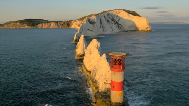 aerial drone needles uk sea helipad tourism - kreidefelsen stock-videos und b-roll-filmmaterial