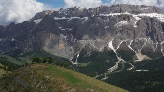 aerial drone revealing shot of mountains in the italian alps - val gardena video stock e b–roll