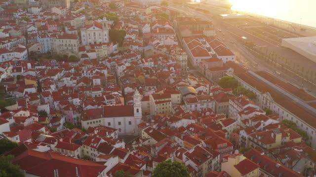 vídeos de stock e filmes b-roll de aerial drone rotating shot of a church in lisbon - locais geográficos