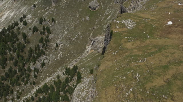 aerial drone shot of a cliffside in the alps - val gardena video stock e b–roll