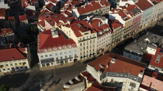 vídeos y material grabado en eventos de stock de avión drone plano del centro de lisboa - portugal
