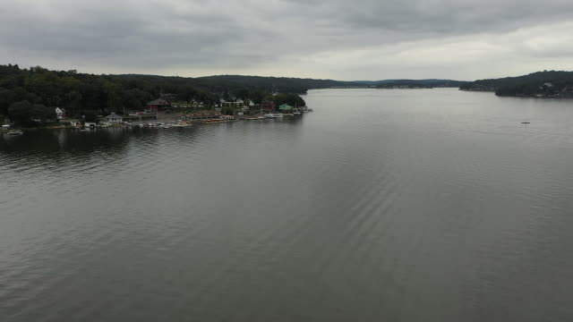 aerial drone shot of lake hopatcong new jersey - aerial or drone pov or scenics or nature or cityscape stock-videos und b-roll-filmmaterial