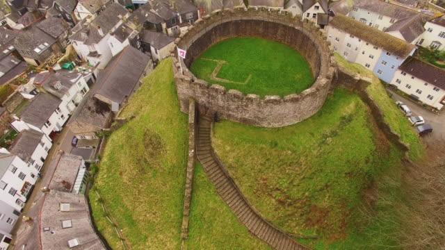 aerial drone shot of totnes castle, devon uk - ancient stock videos & royalty-free footage