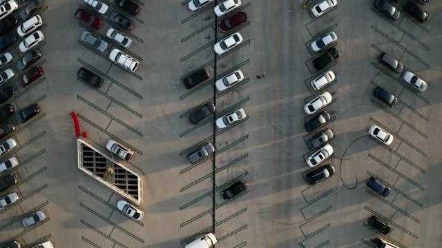 駐車場の空中ドローンビデオ - 立体駐車場点の映像素材/bロール