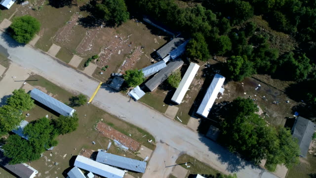 stockvideo's en b-roll-footage met luchtfoto drone weergave verlagen la grange, texas kleine stad gulf coast schade zone van orkaan harvey path of destruction. - gulf coast states